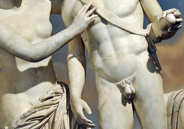 vyrų varpos skulptūroje greita erekcija kaip padidinti lytinį aktą